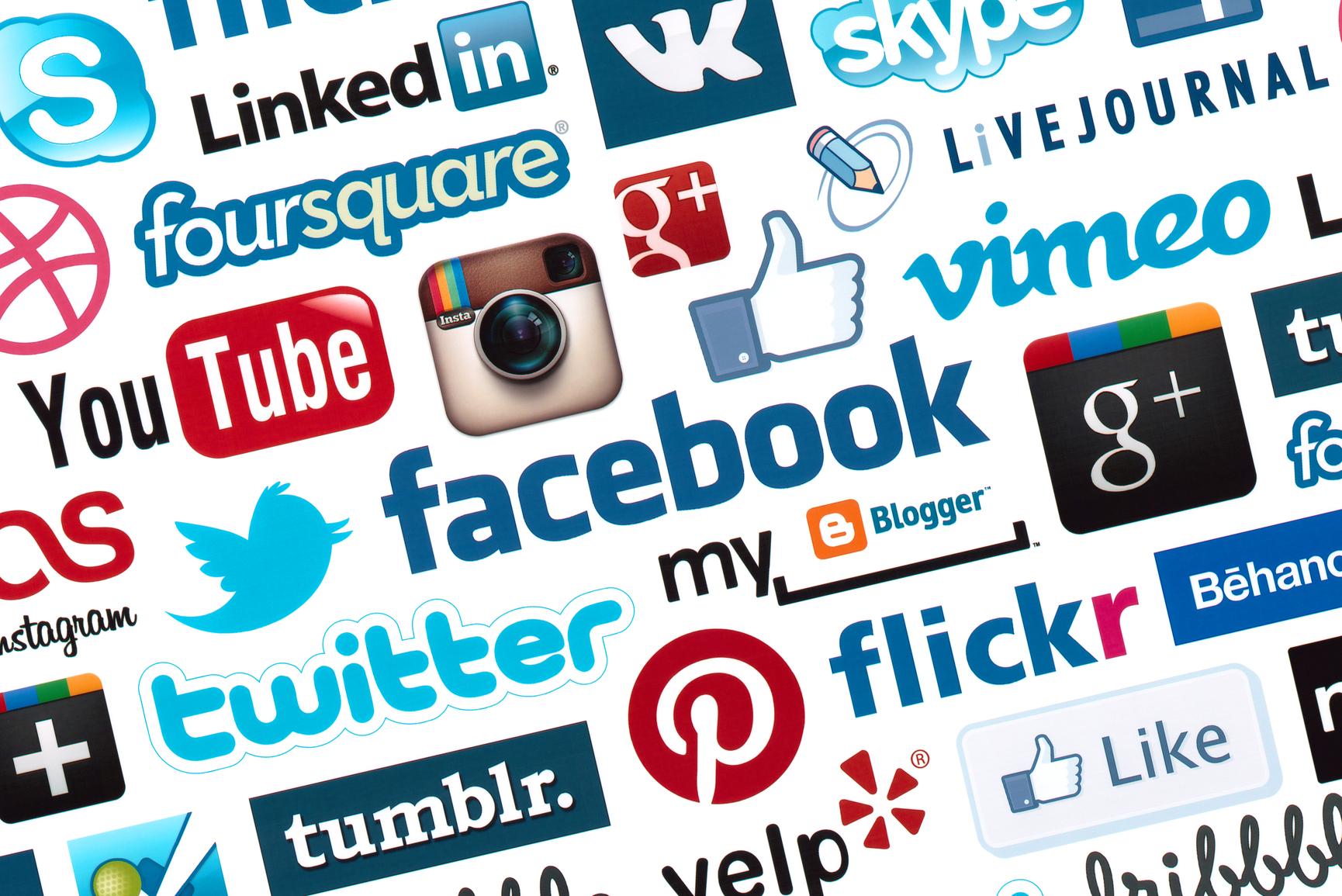közösségi oldalakon